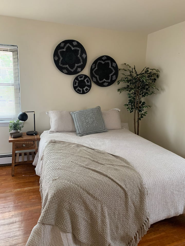 Cozy apartment mins away from NYC with parking!!!