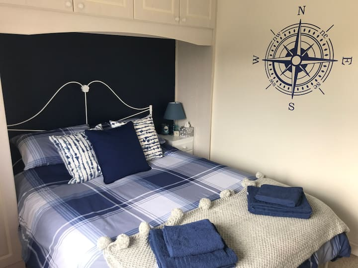 King size bed Netflix,breakfast & private bathroom
