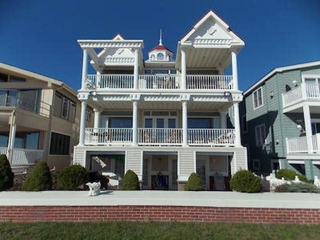 3925 Deluxe Beachfront 4 bedroom Ocean Views - Ocean City - House