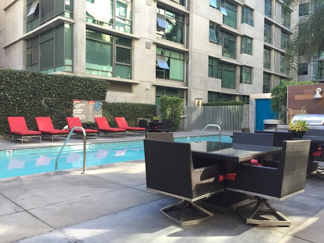 2BR Furnished Apartment in DTLA Walk to LA Live!