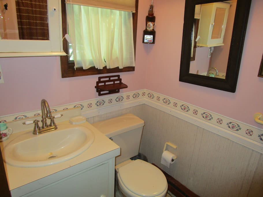 Eyrie 1st Floor Bathroom 1