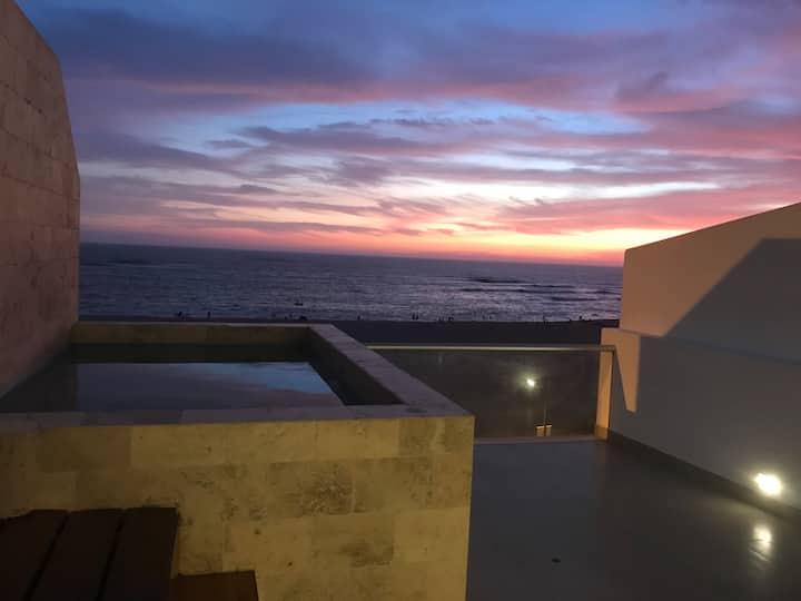 Hermoso y cómodo departamento con vista al mar