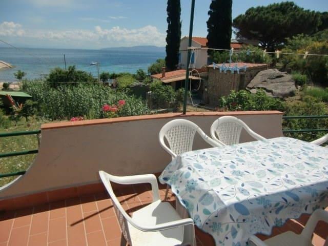 Appartamento vista mare sulla spiaggia Arenella