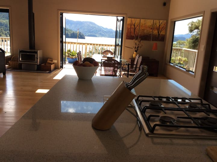 Tranquil  Stunning Marlborough Sounds Retreat