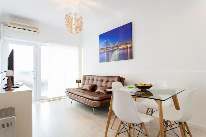 Simple Chic & Classic Belém Apartment