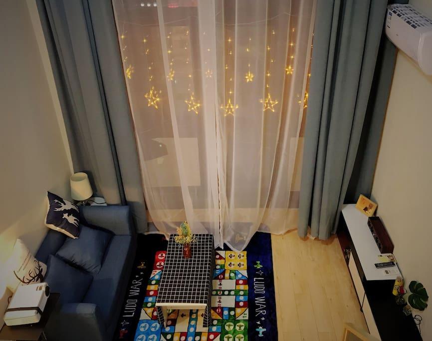 二楼俯瞰客厅