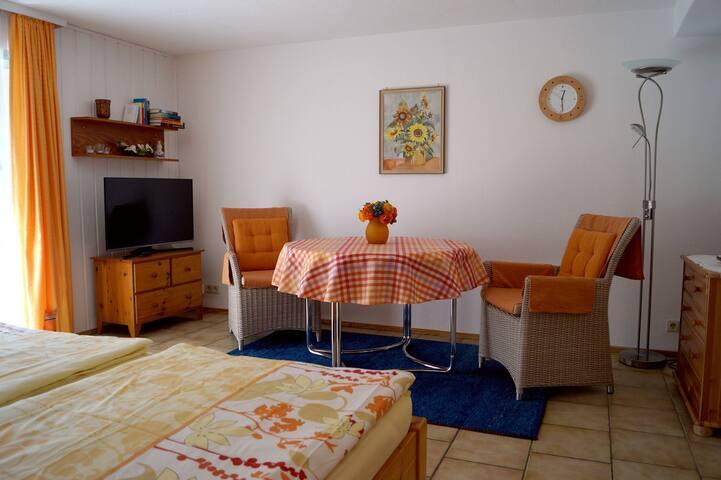 Ferienwohnung Gerstlauer, (Öhningen), 1-Zimmer-Ferienwohnung, 30 qm, 1 Schlafzimmer, separate Küche, max. 2 Personen