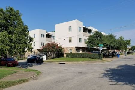 3 story townhouse near downtown Dallas, Deep Ellum