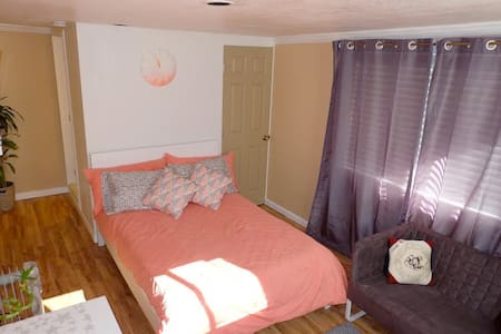 Studio with Private Entrance - Redwood City