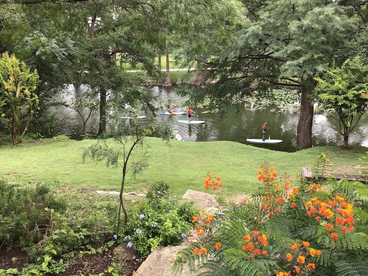Riverfront House-River House Kerrville dt com