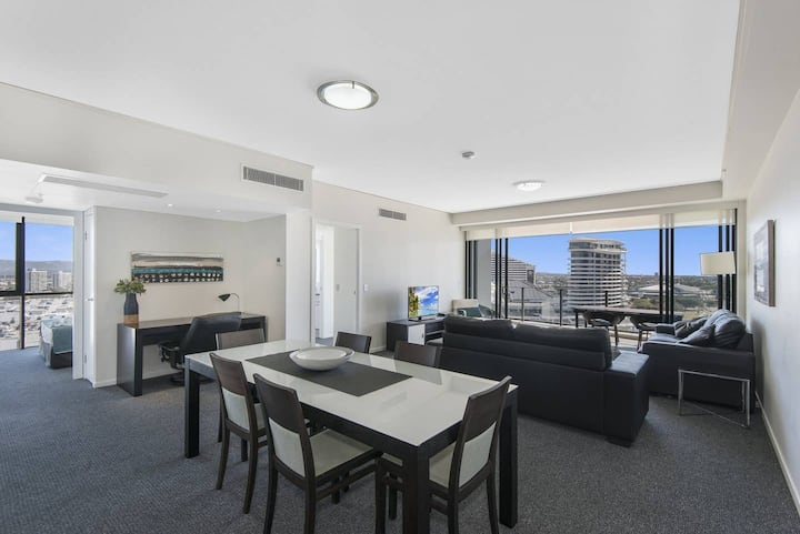 Large, modern 3 bedroom apartment with City Views @ Sierra Grand Broadbeach
