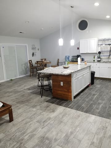 Nice back yard for bbq and  open concept kitchen