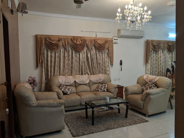 Luxurious 3BHK Fully Furnished Serviced Apartment