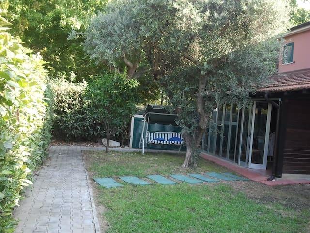 Porzione di casa bifamiliare  in piccolo residence - Ameglia - บ้าน