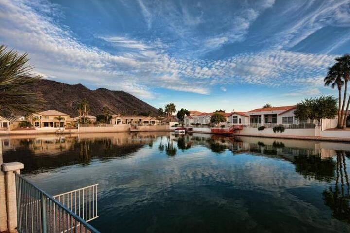 Oasis Villa on the Lake - Glendale - Casa