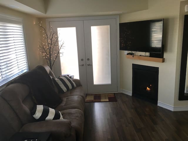 New 1 Bed 1 Bath Condo - Collingwood - Condomínio