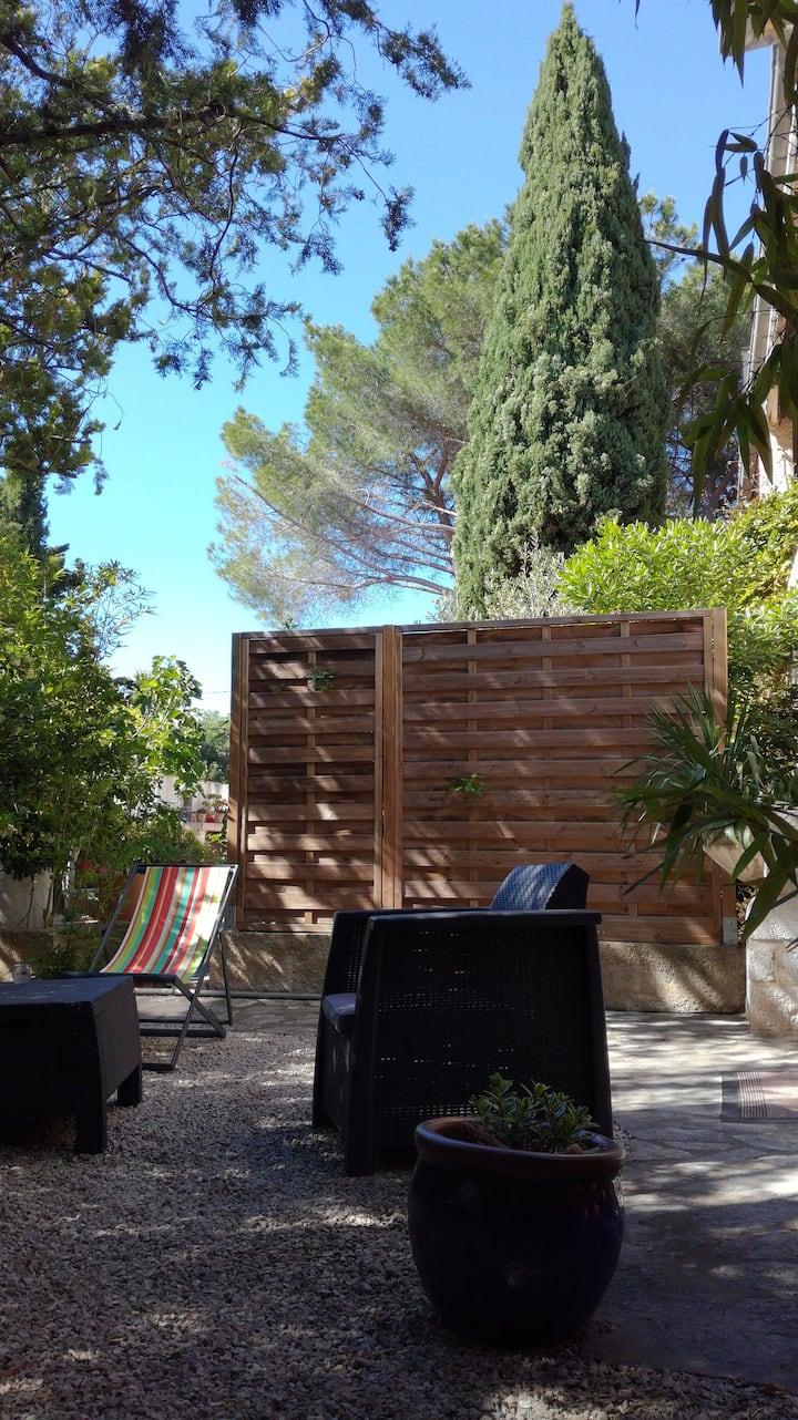 T1  lumineux, 45m², avec jardin méditerranéen