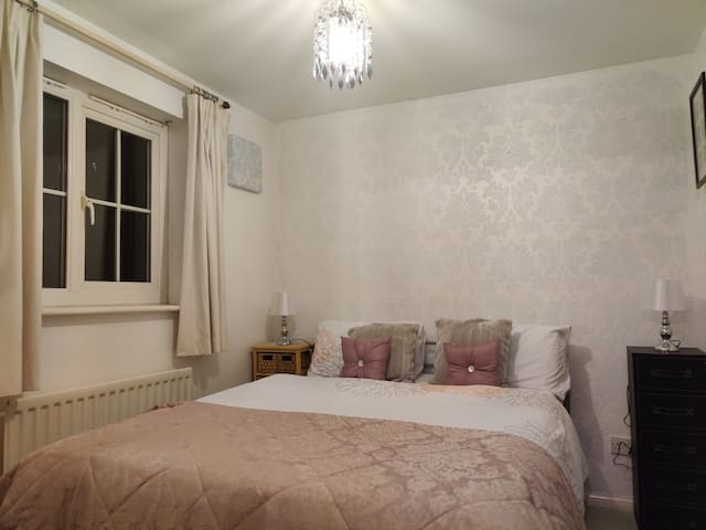 A lovely ensuite double room with parking