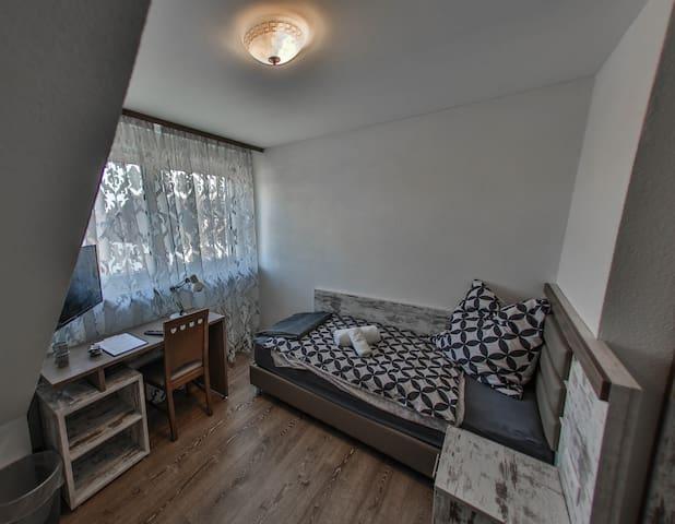 Gemütliches modernes Zimmer in Eggenstein Nähe KIT