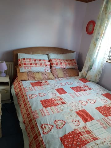 Private double room 1ml from city centre