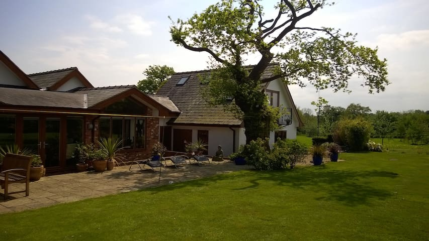 Private Rural Apartment Near Oulton Park & Chester - Marton - Lägenhet