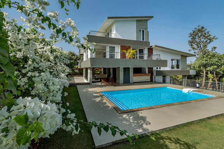 Seaview Soiree 3 BDR Gorai villa for pool parties