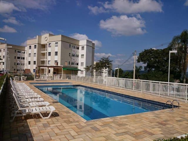 Quarto mobiliado em cond. c/ academia e piscina - Cotia - Apartamento