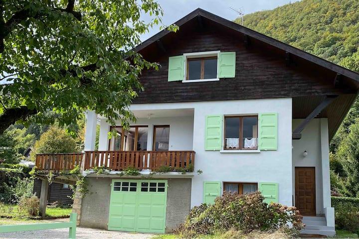 Grande maison savoyarde à proximité lac d'Annecy
