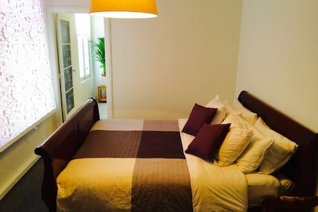 Studio (private bathroom + kitchen) - Antwerpen - Apartment