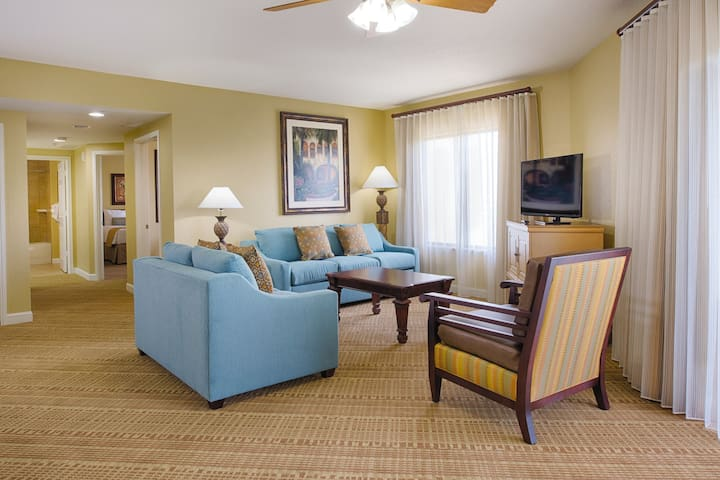 3 BEDROOM DELUXE SUITE - ON WALT DISNEY PROPERTY - Great Family Vacation can Accomodate up to 10 Guests!