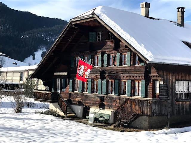 Gstaad: logement  dans un chalet avec vue. (82m2)