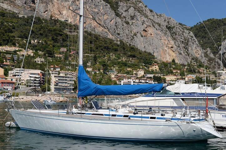 Bed on Boat, City Center Sanremo - Sanremo - Barco
