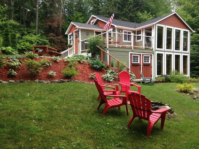 Tilman Camp - Beautifully furnished cottage on the shores of Rangeley Lake