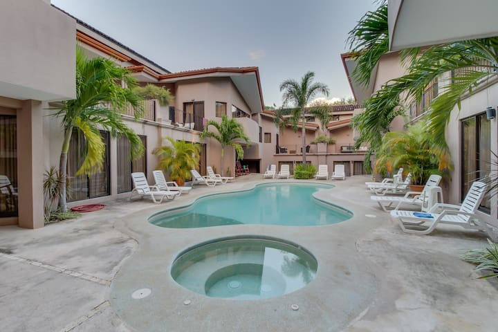Spacious condo with shared pools, tennis, and more - walk to the beach!
