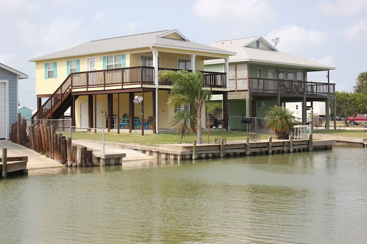 Reel Deal-Canal Home w/Private boat ramp and dock