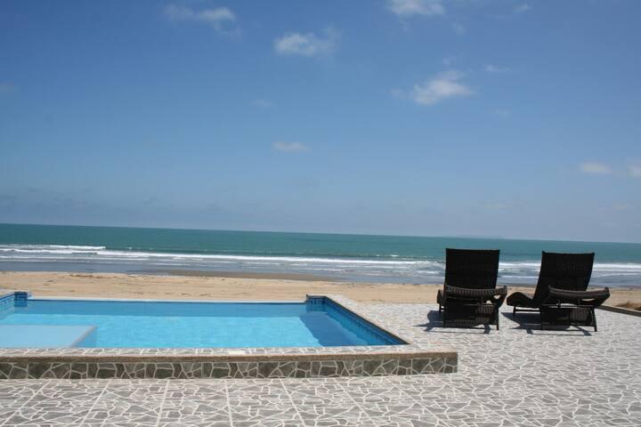 Luxury Beachfront condo -Villa Nautica