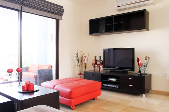 Luxury apartment with private garden & jacuzzi!!!!