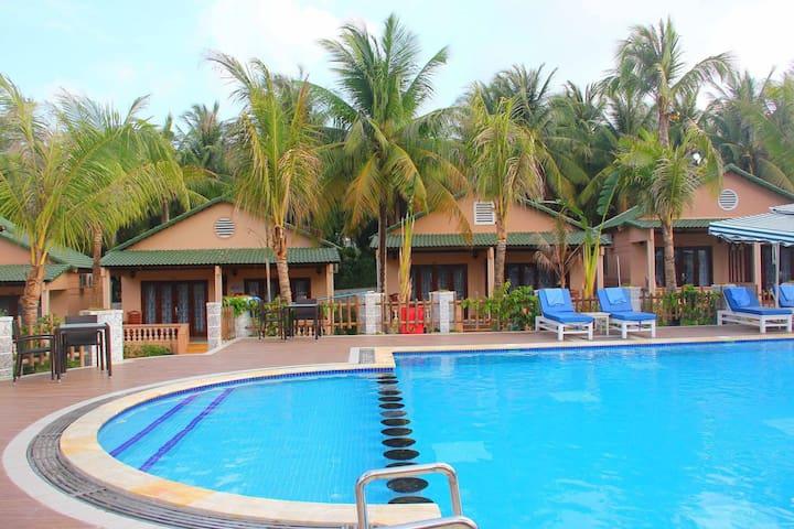 Beach Resort 3* in Phu Quoc, breakfast free,center