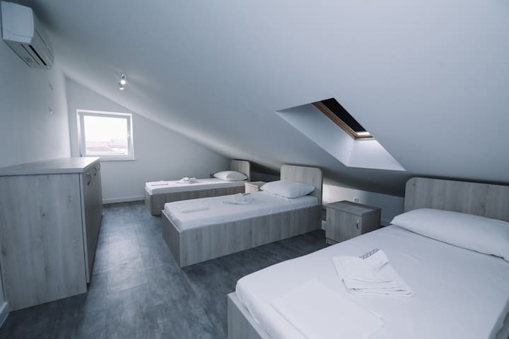 Private room & bathroom w/AC, center of Novalja
