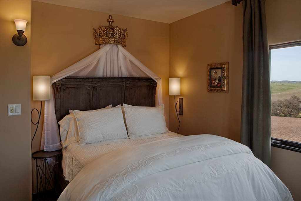 Charming room that offers an elegant framed panel Queen Bed made in a classic turn-of-the-century style