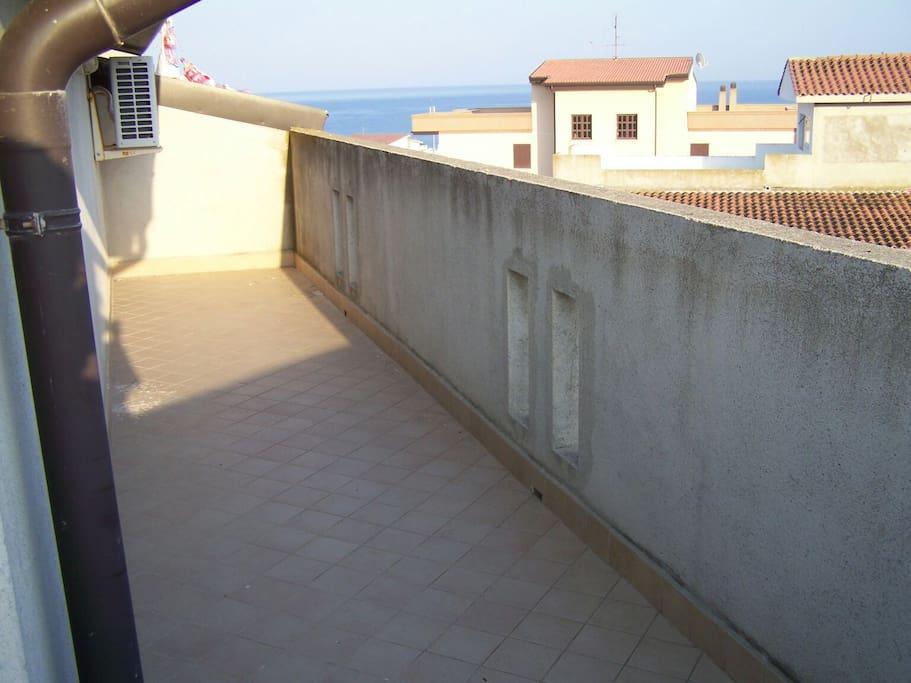 balcone perimetrale lato mare