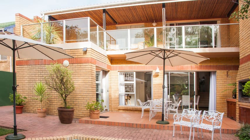Feather Nest Guest House   Family Suite - Oudtshoorn - Bed & Breakfast
