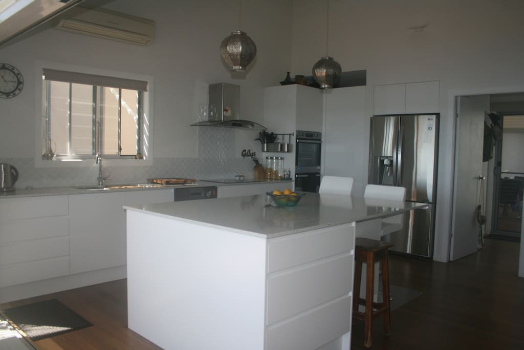 Gourmet kitchen, double oven, butlers pantry
