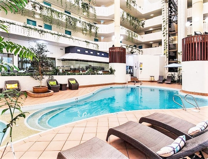 ★ RESORT WITH POOL - WALK TO BEACH, BARS, CAFES ★