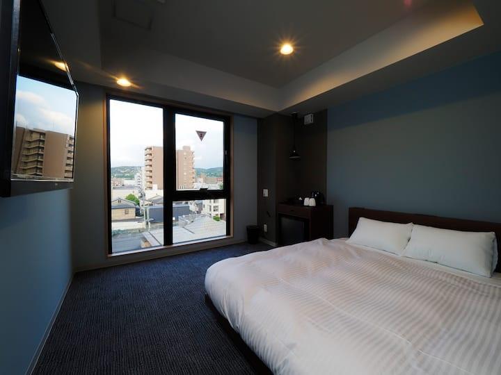 京都駅徒歩10分◆2020年6月開業の新築ホテル♪ダブルベッドタイプ!<朝食ミニパン無料>