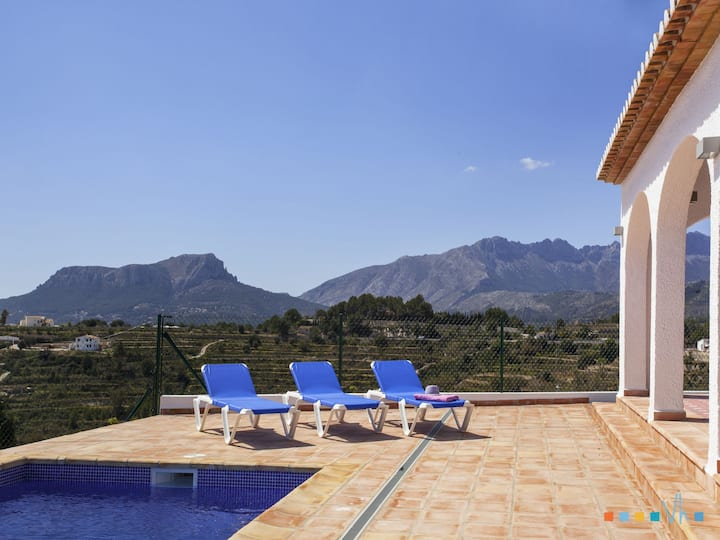 OSALVA - Quiet holiday villa with private pool and views to the sea and the mountain in Benissa