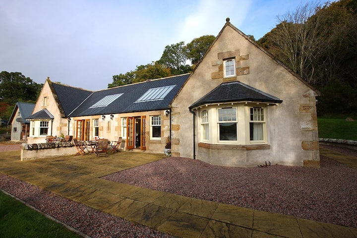 Roebuck Cottage at Bay Farm, views Munlochy Bay