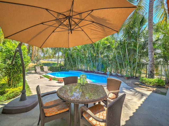 Lovely house: private pool, sun deck & beach club★