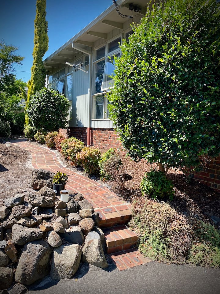Bayside self contained guest-house. Pet Friendly