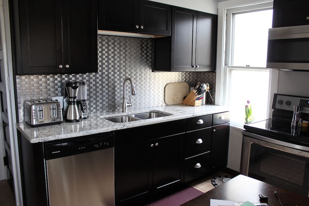 Fully equipped kitchen with stainless appliances and built in dishwasher